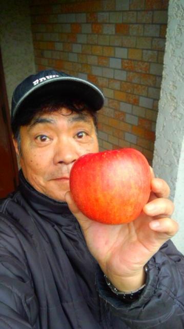 信州のりんごが届きました…。